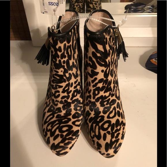 Louise et Cie Shoes - NWT!!! Louise et Cie Leopard Print Booties Sz 6